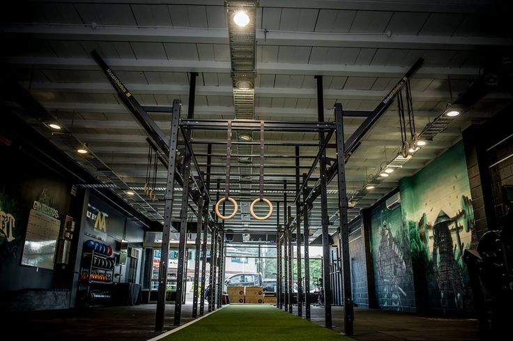 MCR CrossFit Rig featuring flying pullup bar and monkey bars up the middle!