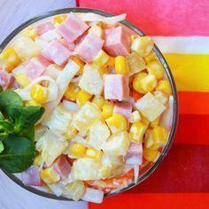 Aprende a preparar ensalada tropical de piña con esta rica y fácil receta.  Durante la época de verano lo que triunfan son las recetas frescas y…
