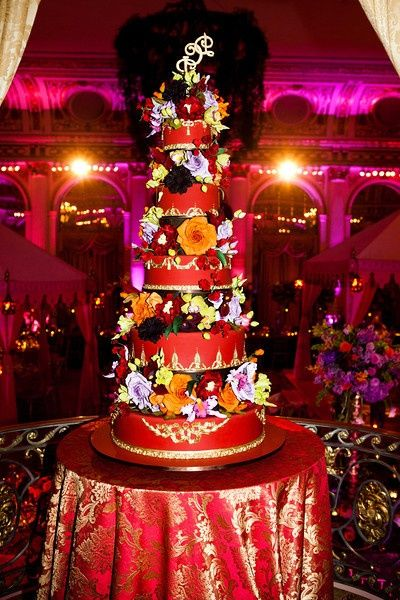 Il taglio della #torta di #matrimonio è uno dei momenti più importanti delle #nozze come il #brindisi : serve un #vino di grande caratura www.nozzedicana.com/