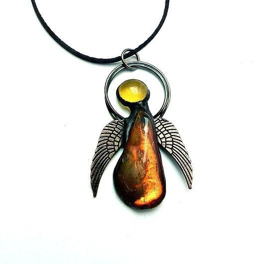 Angel personal maybe a guardian angel ?. Baltic amber. Gift charming :) // Aniołek osobisty, może anioł stróż?. Bursztyn bałtycki. Prezent uroczy :)