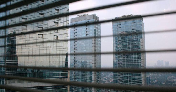 PT. Bumi Serpong Damai Tbk (BSD) menyatakan minatnya untuk melepas aset properti di sektor perkantoran untuk menjadi instrumen Dana Investasi Real Estate (DIRE) tahun ini. Namun, perusahaan memerlukan waktu untuk mengerjakan restrukturisasi aset. #BSD #DIRE #perkantoran #property