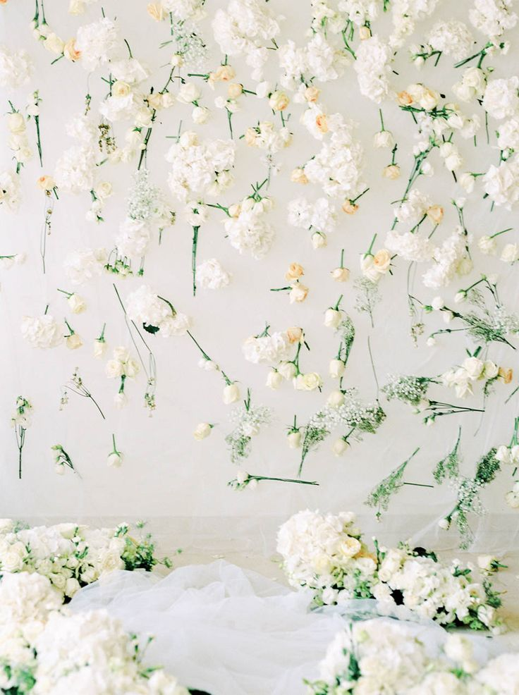 White flower backdrop // The Wedding Scoop's Top 10 Florals and Decor of 2015 {Facebook and Instagram: The Wedding Scoop}