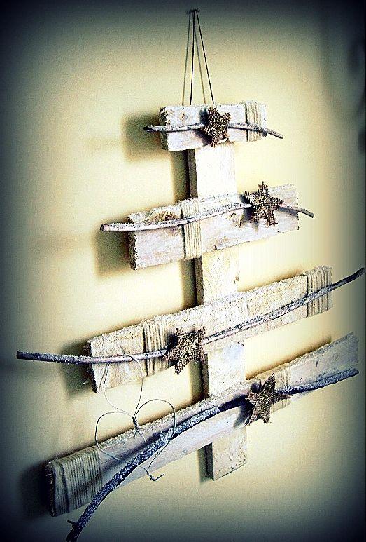 mini albero di Natale realizzato con legno di recupero…