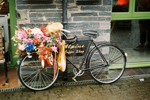 :)Bicycles Baskets, Coffee Shops, Alpine Coffee, Bicycles Bonanza, Vintage Bikes, Bicycles Built, Flower Power, Bikes Riding, The Sea