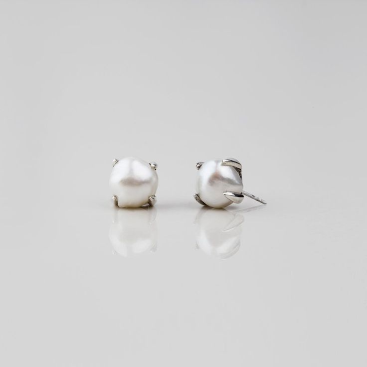#miglio Luxe Stud Earrings - Bold stud earrings in burnished silver plating adorned with lustrous white freshwater pearls E2779