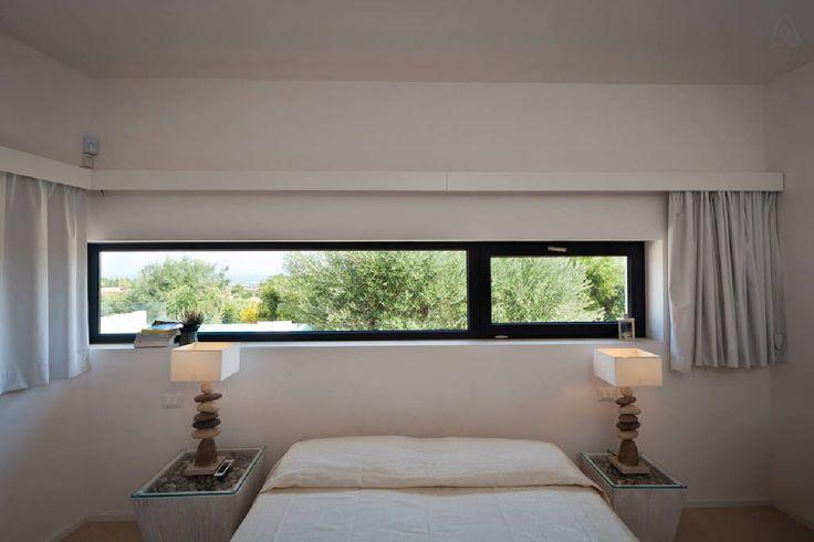 finestra orizzontale su uliveti