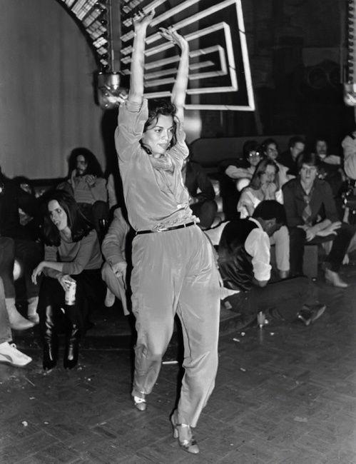 Bianca Jagger au Studio 54 à New York en 1978 http://www.vogue.fr/mode/inspirations/diaporama/icnes-le-style-des-party-girls/23979#bianca-jagger-au-studio-54-new-york-en-1978