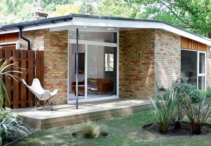 Modern Bungalow house by Athelstan Whaley