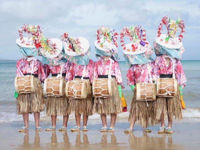 長崎県にある五島列島の空の玄関口といえば福江島です。五島で唯一定期便が発着する福江空港があり、ほかの島への拠点となっている島です。そんな福江島は奇祭の宝庫でもあり、教会や海を楽しむ以外にも魅力あるイベントがいっぱいあります。今回はシーズン別に楽しめる福江島の魅力をご紹介したいと思います。