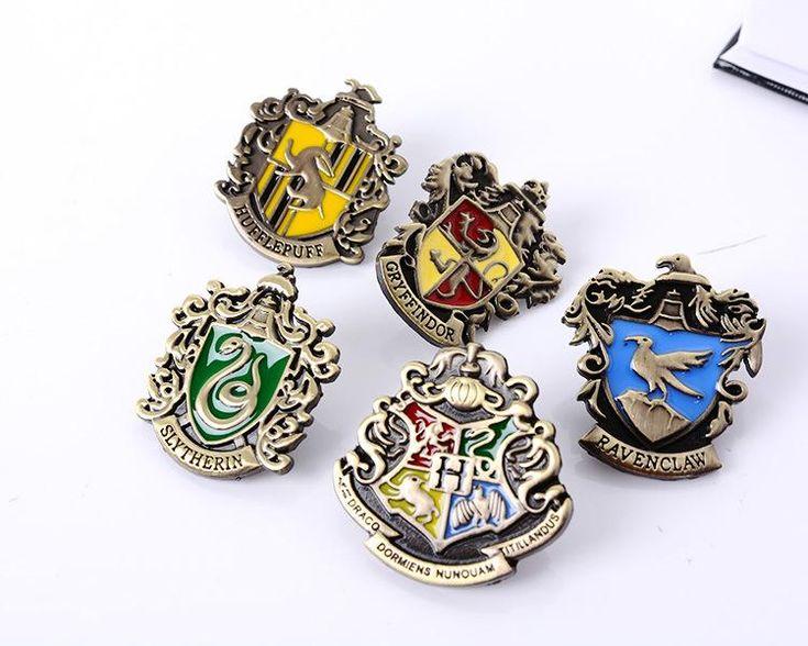 harry pottrer hogwarts school witchcraft and Wizardry Harry Potter badge brooch pins harry potter school badge metal pins badges set in stock