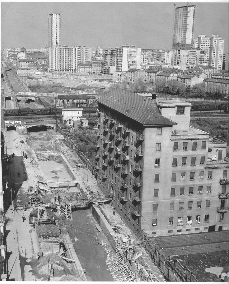 la tombinatura del primo tratto urbano della Martesana, in via Melchiorre Gioia. 1959-1961 #milano #storia #fotografia