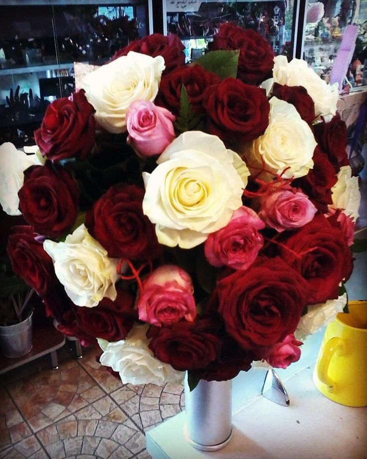 XXL #bouquet for a great #love #roses #rosesbouquet #redroses  #whiteroses…