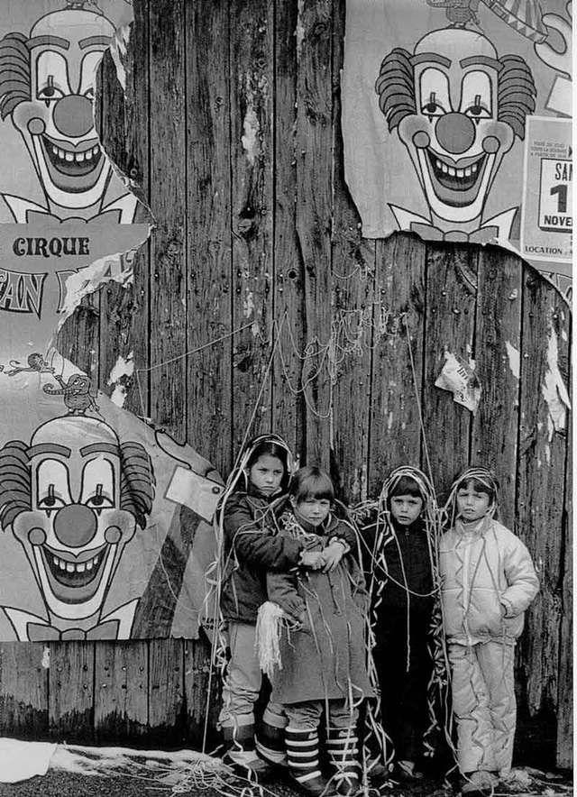 Robert Doisneau // Le cirque est passé à Vendranges, 1981. ( http://www.gettyimages.co.uk/detail/news-photo/france-paris-the-circus-children-and-clowns-news-photo/121510858