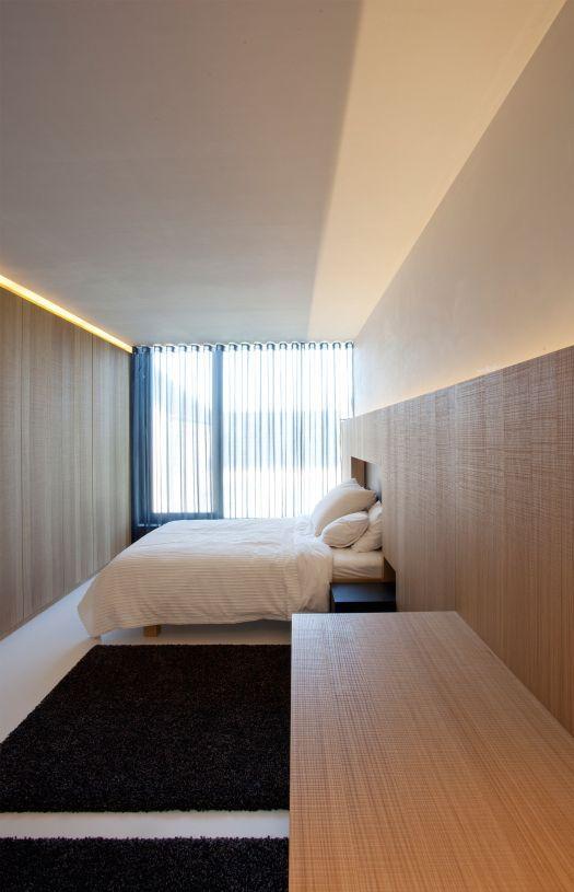 Houten wanden in slaapkamer, kleine nis in hoofdeinde Egide Meertens ...