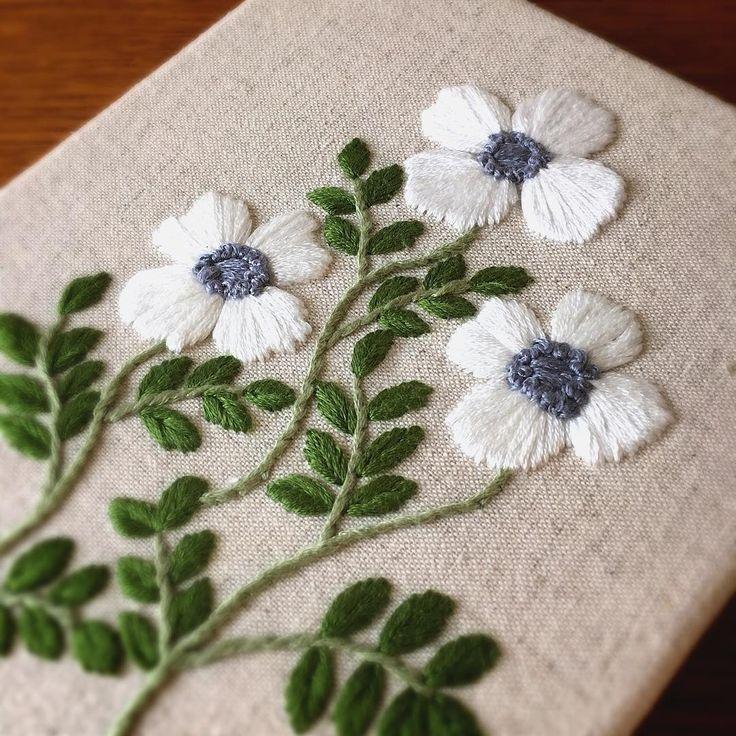 いいね!229件、コメント3件 ― 刺繍☆itonohacoさん(@itonohaco)のInstagramアカウント: 「2年ぶりに刺繍した図案です。 ・ 先程ミンネに出品しました。良かったら覗いて観て下さい☺️ ・ #刺繍 #embroidery #broderie #刺しゅう #flower #ミンネ…」