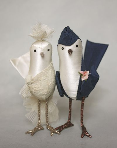This adorable couple is a cake topper set created by artist, Ann Wood. Visit her blog - she does wonderful stuff...