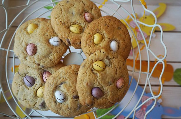 These chunky Mini Egg cookies are really simple to make. With a sweet, buttery biscuit packed with melted, crushed Mini Eggs, these biscuits are a treat for the whole family - the kids can help to knead the dough and crush the eggs too. Roll each piece of dough into golf ball sized pieces for large cookies or you can make them even smaller for medium sized cookies, the self-raising flour in this recipe makes them double in size. If you don't want your Mini Eggs to brown on top cover in…