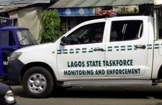 A man who is yet to be identified stabbed a taskforce agent because they tried to seize his motocycle. Read the breaking news in details below. This is something I consider really confusing.The Lagos State Taskforce on Environmental and Special Offences (Enforcement) Unit says two of its officials Mr. Ogbonna Bernard and Mr. Ibrahim Yusuf have been attacked by commercial motorcyclists and miscreants in the Oyingbo area of the state. This brings up the question how did the hoodlum…