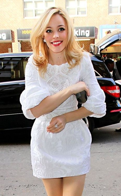 Rachel McAdams: Casual yet Chic Short White Dress! Love her hair, lipstick, and earrings too!