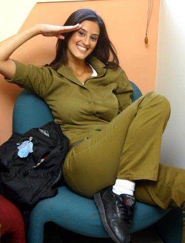 Nackte Militärmädchen