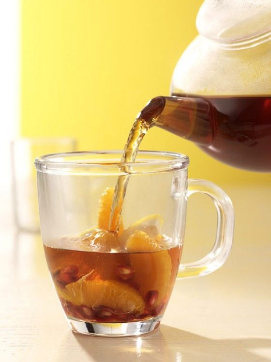 Vitamintee: Vitamine satt durch Orangen, Zitronensaft und Granatapfelkernen. Sternanis und Zimt geben dem Tee zusätzlich ein würziges Aroma.