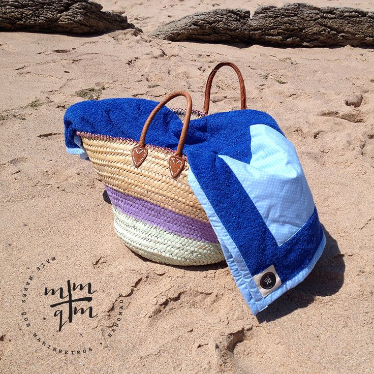 Beach towel with pocket.  Size: 1,00 x 1,80 m