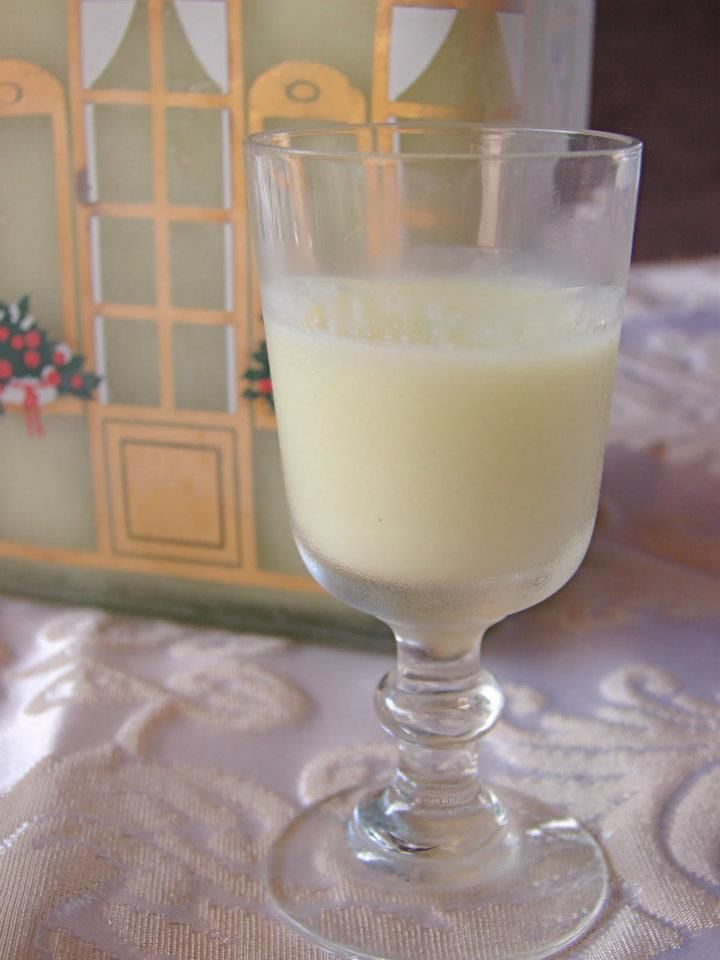 INGREDIENTI – 6 Limoni Gialli – 300 gr Alcool a 95° – 500 gr Latte – 370 gr Zucchero. PROCEDIMENTO Sbuccia i limoni facendo attenzione a tagliare solo la parte gialla della …
