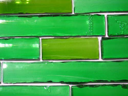 Instructable on how to cut glass bottles into curved tiles