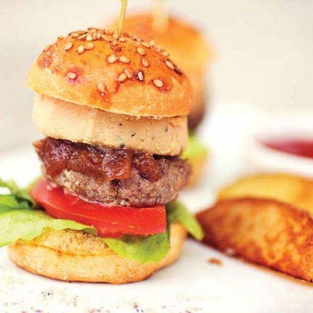Recette de Burger Foie Gras :http://www.doitinparis.com/fr/art-de-vivre/recette-cuisine/les-irresistibles-mini-burgers-au-foie-gras-18508