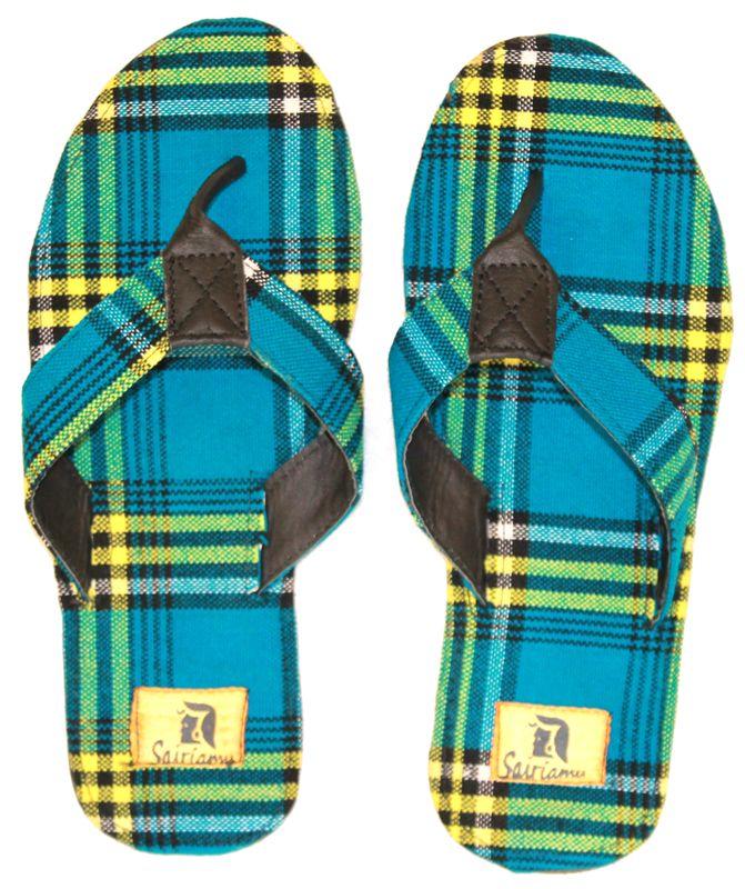 Hippe slippers van traditionele Masai stof. Bestel ze nu nog voor deze zomer! Kijk op www.thamanifashion.nl
