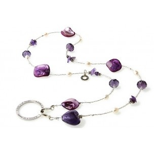 Sweet Heart (Purple) L - KÄNSLA of Sweden. The popular style Sweet Heart, a mix of freshwater pearls, crystal and seashell, gives you a trendy look with a nice and fresh feeling. The sweet heart of glass gives the necklace that little extra. Choose among the stylish colors black, blue, gold, green, pink, purple, red and white! Which is your favorite?