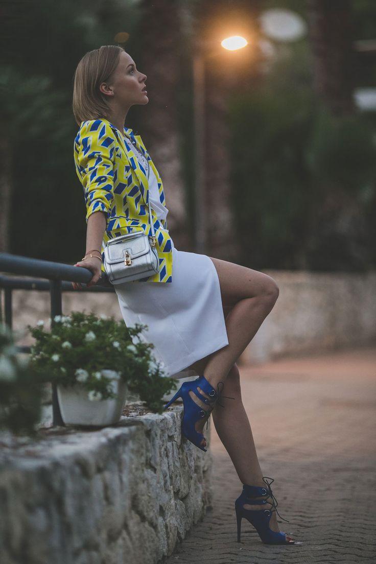 darya-kamalova-thecablook-fashion-lifestyle-blogger-from-thecablook-com-in-puglia-gargano-baia-dei-faraglioni-allegro-italia-in-zara-white-skirt-dolce-gabbana-crossbody-bag-missguided-blue-sandals-1827