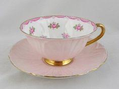 Šálek na čaj * růžový tvarovaný porcelán s vnitřně malovanými růžičkami, zdobený zlatem ♥