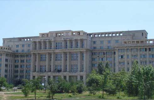 Noua clădire a Academiei Române este de asemenea una impozantă. Situată lângă Palatul Parlamentului, clădirea este realizată în acelaşi stil arhitectural grandios. Acesta este un loc ce merită trecut pe lista de obiective a pasionaţilor de cultură, ce ajung în Bucureşti, pentru că este cea mai înaltă instituţie culturală din ţară.