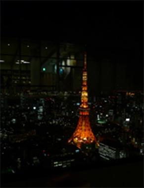 <東京タワー>これ、じつは昨夜オープニングレセプションに伺った、adidasの新しいオフィスからの眺め。スカイツリーも、ベイブリッジも、富士山も、日の出から日の入りまで、すべてが見渡せる贅沢なロケーションに驚きました。けどやっぱり私は、東京タワーが好きです。【UOMO編集長 日高麻子】  http://lexus.jp/cp/10editors/contents/uomo/index.html  ※掲載写真の権利及び管理責任は各編集部にあります。LEXUS pinterestni  投稿されたコメントは、LEXUSの基準により取り下げる場合があります。