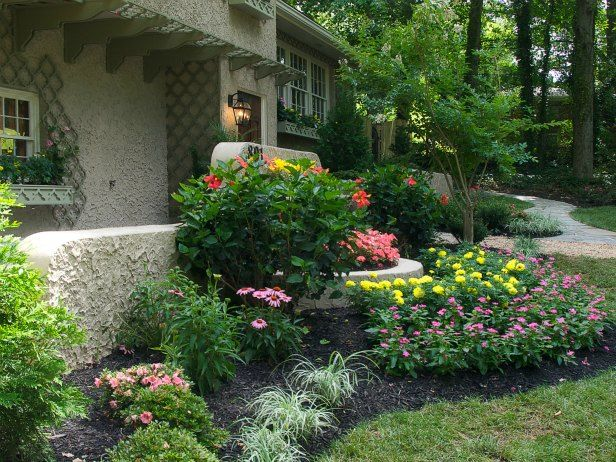 Curb appeal tips landscaping and hardscaping frontdoor for Mini garden landscape