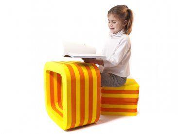 """Mesa O Se trata de un mobiliario que a su vez puede ser usado como juego para estimulación motriz y del juego creativo.La """"O"""" puede ser usada como mesa, tunel o para jugar con la imaginación. Los banquitos pueden ser usados para sentase, pararse, jugar… *Ideal para jardines de infantes."""
