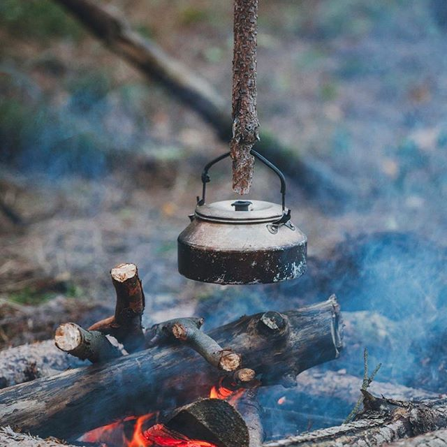 Waiting the hot water for a coffee. #outdoor #wilderness #arctic #belgium #bushcraft #bushcrafting #forest#nature #wild#survival#morakniv #ddhammocks #thenorthface