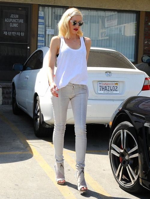 All she could make all White look good!  Gwen Stefani stops by an acupuncture clinic, 16th March 2015.