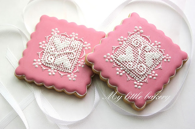 My little bakery :): Square cookies with lace.