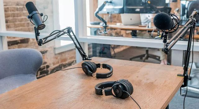 Pembuat Podcast Dengan Live Recording Pengeditan Berbasis Transkrip Dan Kolaborasi Real Time Aplikasi Web