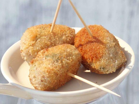 Panierte Hähnchen-Bällchen ist ein Rezept mit frischen Zutaten aus der Kategorie Garnelen. Probieren Sie dieses und weitere Rezepte von EAT SMARTER!