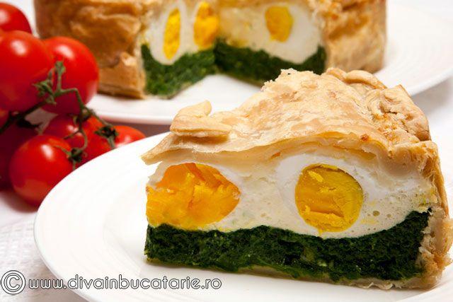 """""""Torta Pasqualina"""" este o placinta cu spanac, branza si oua, pe care o pregatesc italienii pentru lunea Pastelui. Pregatirea acestei"""