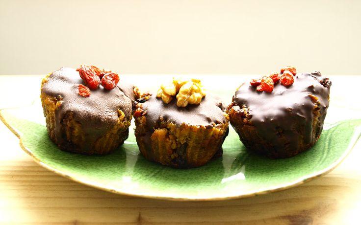 Cute Vegan Carrot Cupcakes Recipe --> http://onegr.pl/1fsiqkg
