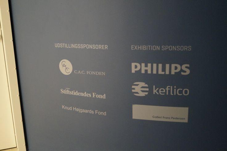 Bøjelig og almindelig MDF anvendt til labyrintisk arkitektur i forbindelse med Michael Kvium udstilling på ARoS Aarhus Kunstmuseum. Materialer forhandlet af Keflico A/S.