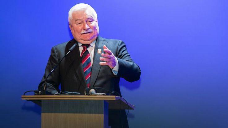 Wa��sa: Powinna powsta� jaka� ma�a grupa i�liczy� straty, jakie Polska ponosi. To nas b�dzie drogo kosztowa�o przy tej premier i tym ca�ym uk�adzie. Przecie� ludzie biznesu si� wycofuj� z Polski, przyjaci� tracimy w r�nych miejscach  https://de.scribd.com/doc/296143863/Sie-ma-Izrael-PDO52-Sluchaj-Polsko-FO124-ZECh-von-Stefan-Kosiewski-AJ23-Magazyn-Europejski-20130113-SOWA  Morawiecki mo�e wyliczy�, ile straci�a: