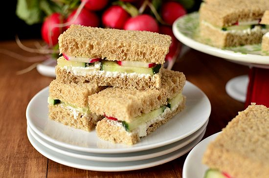 die besten 25 easy finger sandwiches ideen auf pinterest. Black Bedroom Furniture Sets. Home Design Ideas