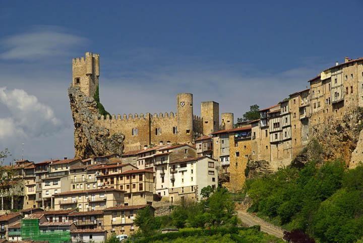 pueblo medieval y castillo de Frías en Burgos