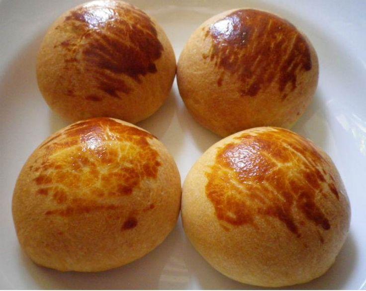 Krem şanti kullanarak pastane poğaçası tadında, nefis yumuşacık poğaçalar yapabilirsiniz. Çok lezzetli ve pratik bir peynirli poğaça tarifidir. İçinin harcını isterseniz patatesli, ıspanaklı veya kıymalı olarak da hazırlayabilirsiniz. Kabartma tozu ve ku...