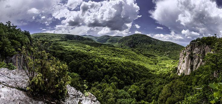 Územie, na ktorom pôsobí Oblastná organizácia cestovného ruchu regiónu Horná Nitra-Bojnice (OOCR RHNB), je súčasťou Trenčianskeho samosprávneho kraja (TSK) a jej členmi sú mestá a obce Bojnice, Prievidza, Lehota pod Vtáčnikom, Kľačno, Koš, Nitrianske Rudno, Opatovce nad Nitrou, Sebedražie a Šútovce.